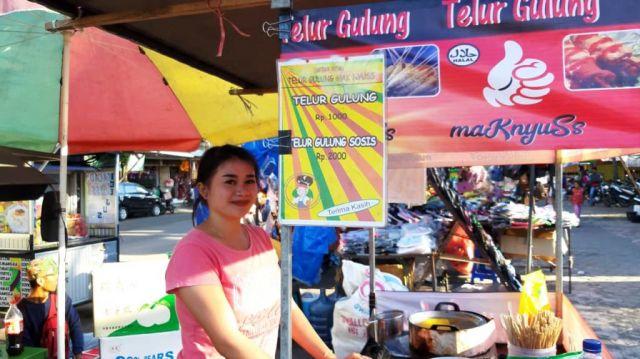 PKL Cantik Jualan Telur Gulung di Taman Pasirian