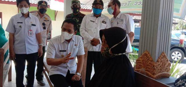 Cak Thoriq Kroscek Pos Pengaduan Bansos Desa Tempeh Lor Lumajang
