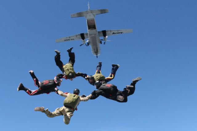 2 Pesawat Tucano dan 20 Paskhas TNI AU Akan Atraksi di Langit Lumajang
