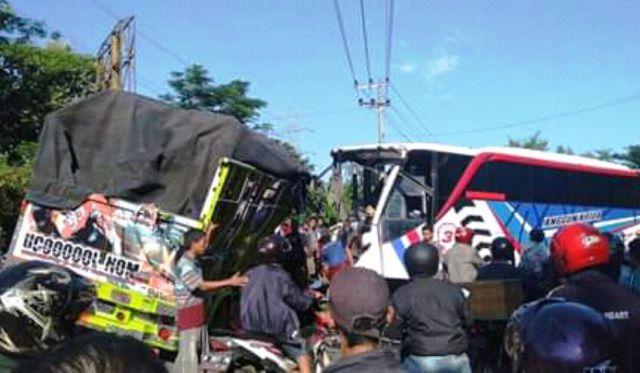Truck vs Bus Anggun Krida di Probolinggo 2 Warga Lumajang Meninggal
