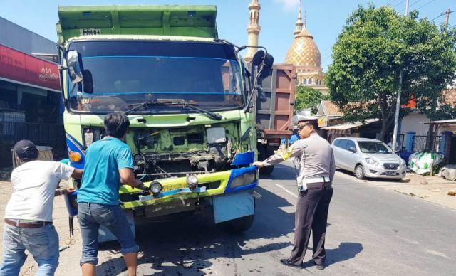 Truck Pasir Mogok Tengah Jalan, Jalur Wates Wetan Ranuyoso Macet
