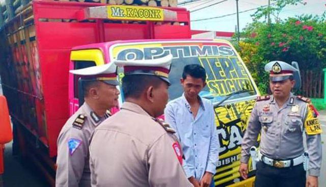 Viral Challenge Mobil Oleng, Sopir Truck