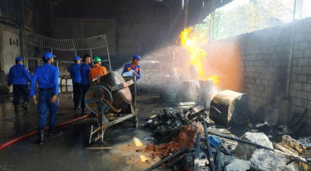 4 Rumah dan 1 Gudang Hangus Terbakar di Randuagung Lumajang