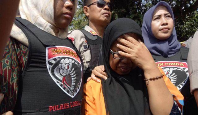 Umi Salma Menangis dan Minta Maaf Pada Korban Investasi Bodong