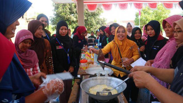 Mahasiswa KKN UMM 147 Beri Pelatihan Emak-emak Desa Bulurejo Tempursari