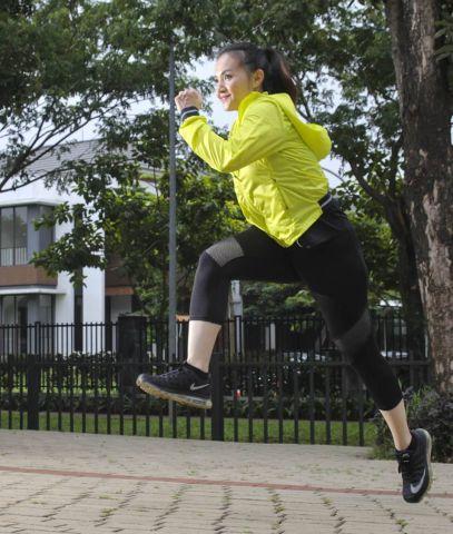 Wanita Ini Mengklaim Lebih Sehat Berolahraga Tanpa Pakaian Dalam