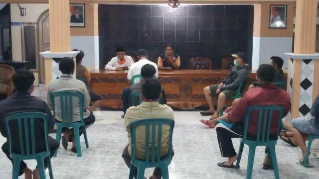 Warga Tukum Lumajang Protes Bau Busuk Kolam Lele Kepada Kepala Desa