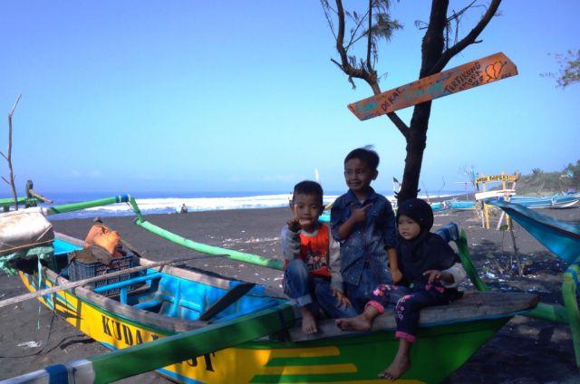 Yuk...! Buka Bersama di Warung Ikan  Bakar Pantai Watu Pecak Lumajang