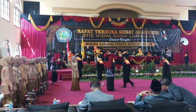 Wisuda 474 Lulusan, STIE Widya Gama Lumajang Adaptif Terhadap Perubahan
