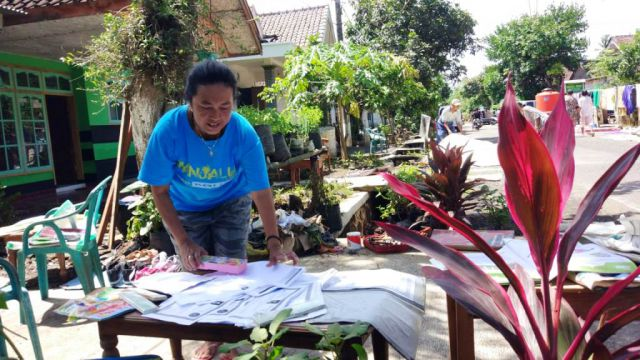 Pasca Banjir Rowokangkung Warga Mulai Jemur Kasur dan Berkas-berkas Berharga