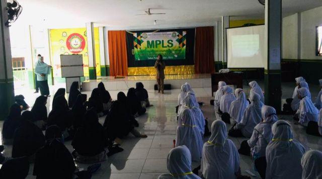 SMP IT Yahtadi Gelar Pelatihan Jurnalistik Bersama Lumajangsatu