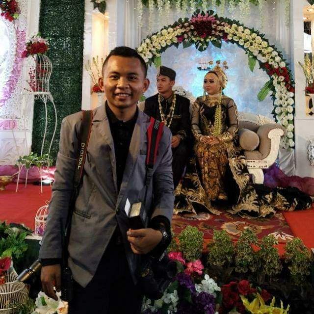 Yanuar Fotografer Kawinan Kini Menikahi Biduan Dangdut yang Dulu Dipotretnya Diam-Diam, So Sweet!