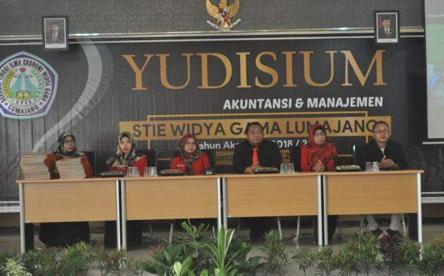 STIE Widya Gama Lumajang Yudisium 474 Lulusan