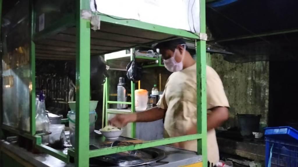 Mie Ayam di Tukum Lumajang Layani Take Away Omzet Turun 60 Persen