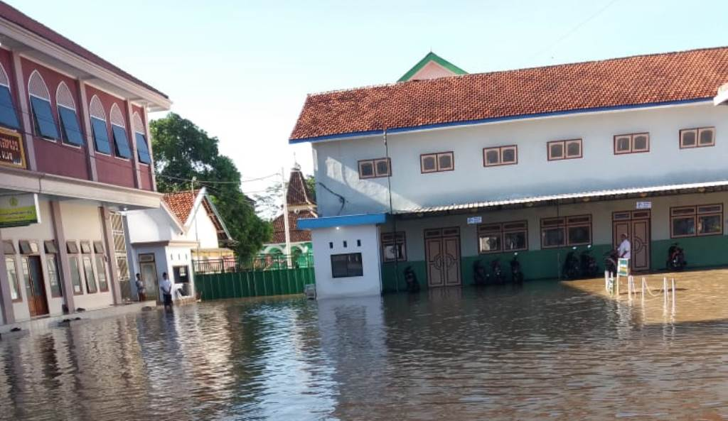 Pesantren Miftahul Ulum Bakid Lumajang Terendam Banjir