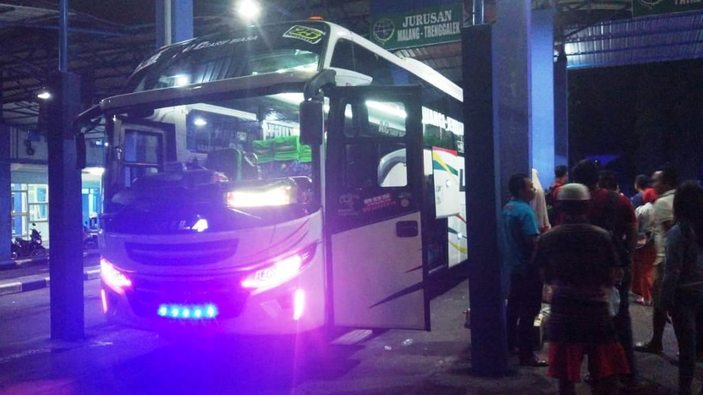 Kecelakaan, Penumpang Bus Mila Sejahtera Terlantar di Terminal Minak Koncar