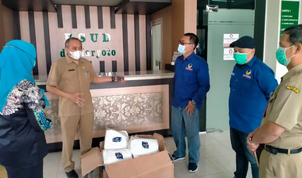 NasDem Sumbang APD ke Sejumlah Rumah Sakit di Lumajang