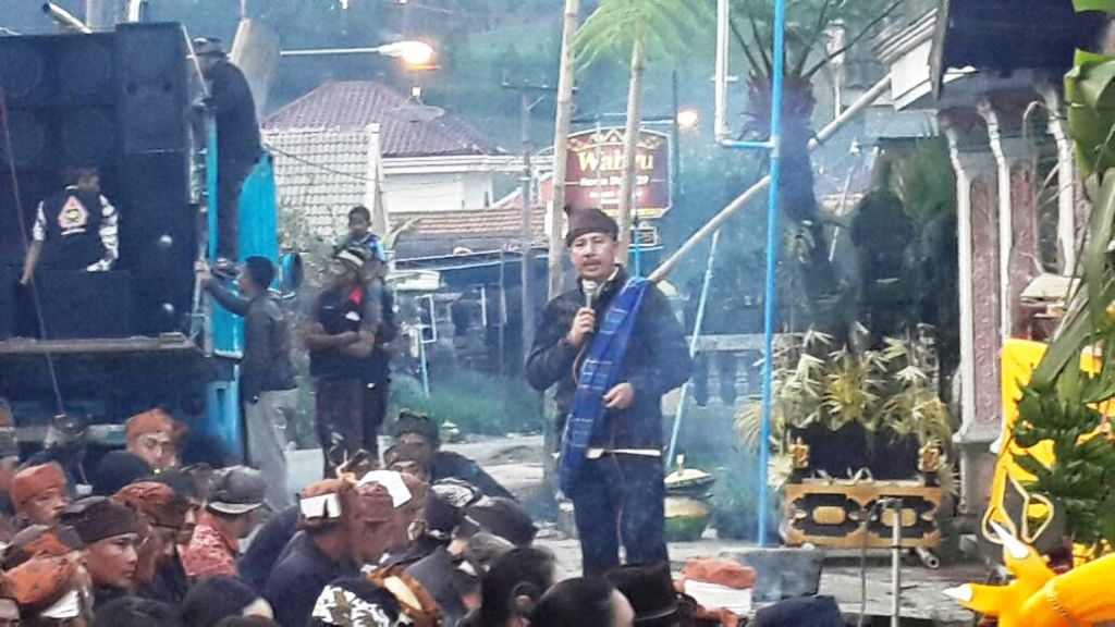H.M. Nur Purnamasidi Anggota DPR RI Sapa Suku Tengger di Negeri Atas Awan