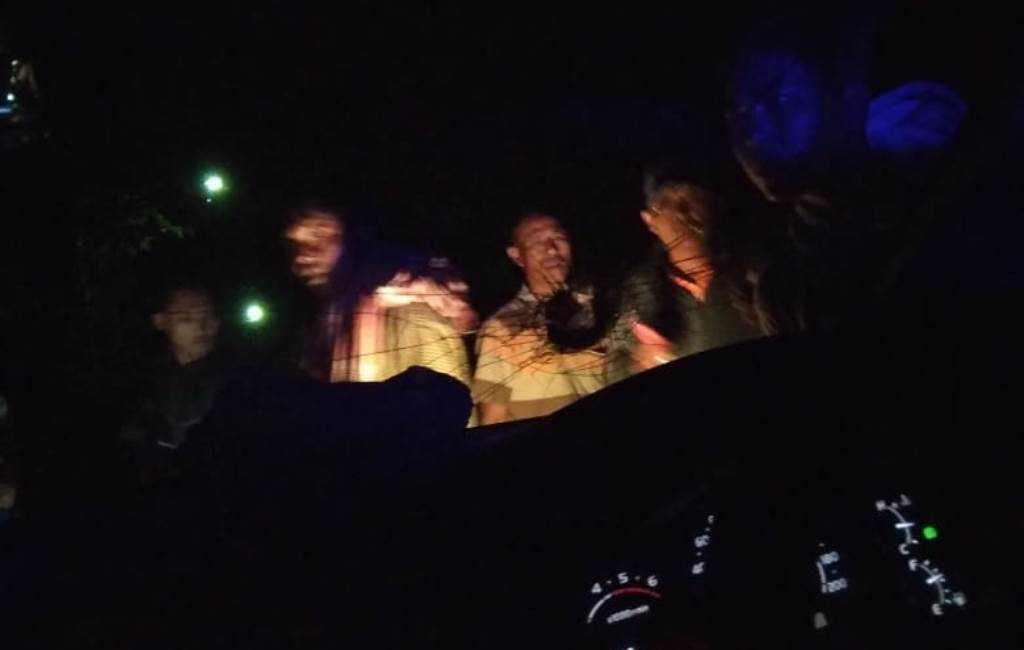 Mobil Anggota Polisi Jadi Korban Pelemparan Batu di Jalan Raya