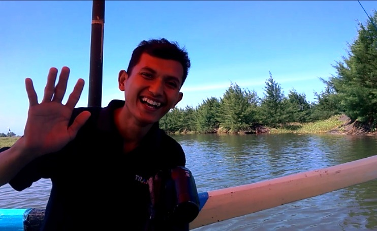 Naik Perahu, Anda Tak Akan Menyangka Ini Ada di Watu Pecak