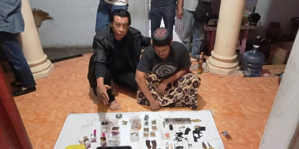 Hendra Warga Jarit Beli dari Toko Online Untuk Rakit Pistol