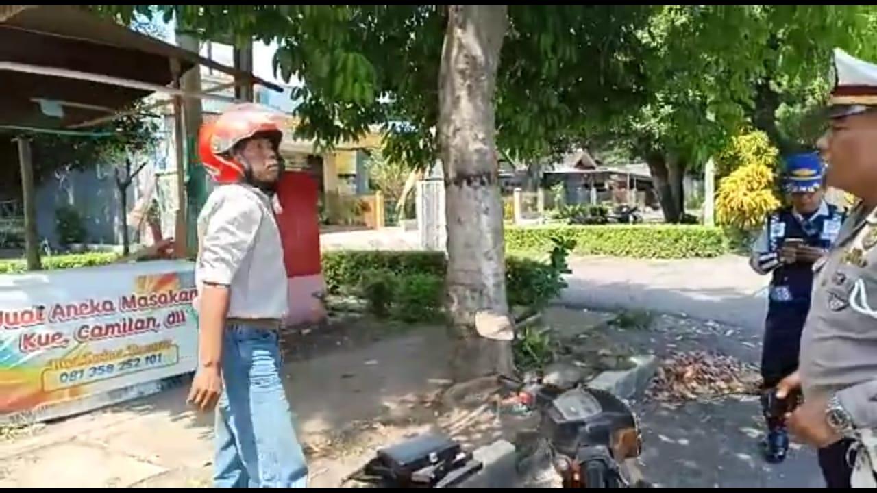 Polisi Lumajang Diajak Berkelahi Pemotor Melanggar Berlalu Lintas