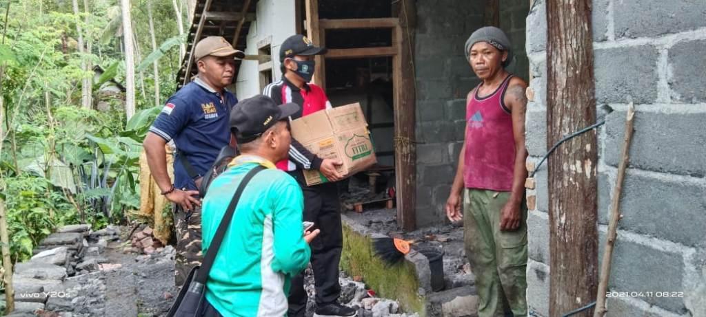 Warga Purorejo Lumajang Gotong Royong Bantu Korban Gempa