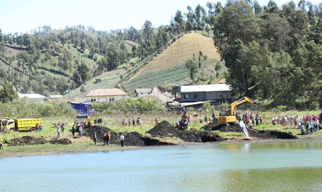 Warga Berharap Pembuatan Selokan Pembuangan Air Hujan di Ranupani