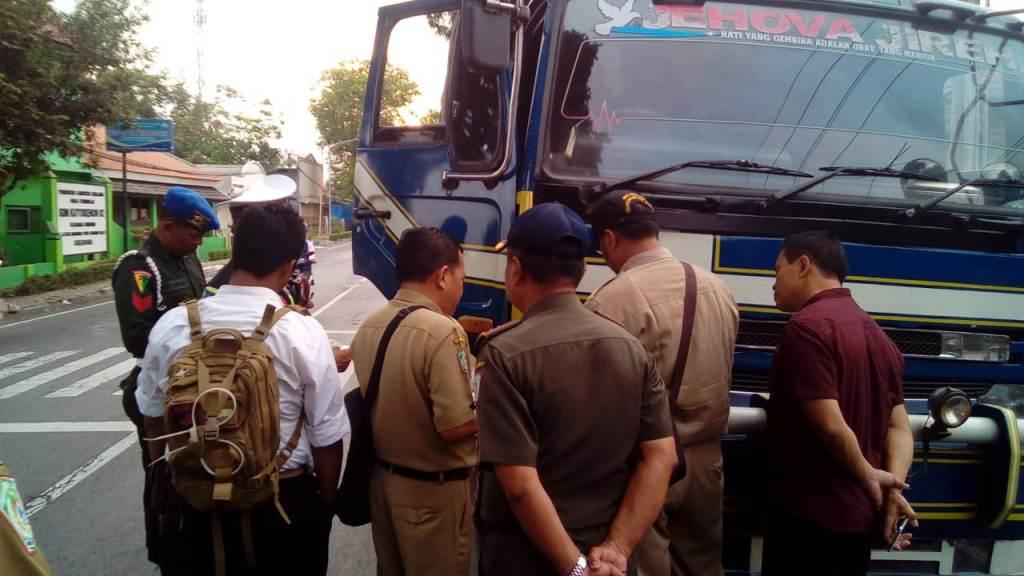 Razia Gabungan, Satpol PP Lumajang Amankan 7 Truck Angkutan Pasir