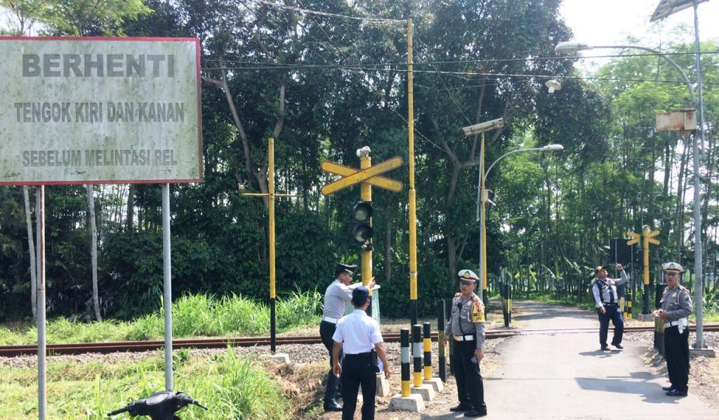 Cek Perlintasan Perlintasan Kereta Api Polisi Temukan Lampu Rusak
