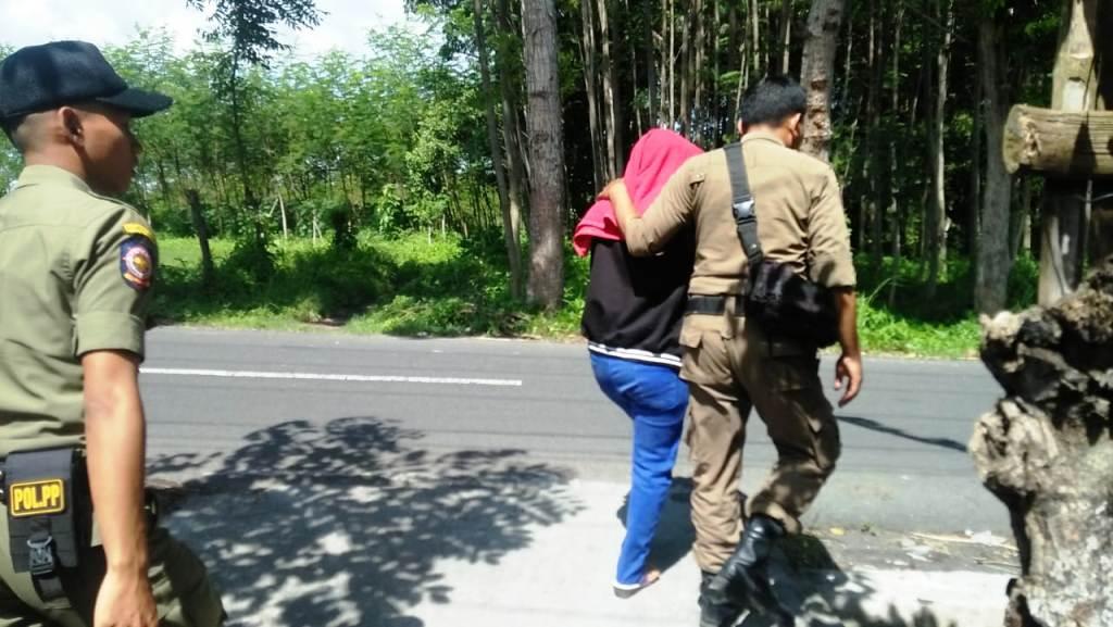 Satpol PP Lumajang Razia Lokalisasi Bebekan, Besuk dan Dolog