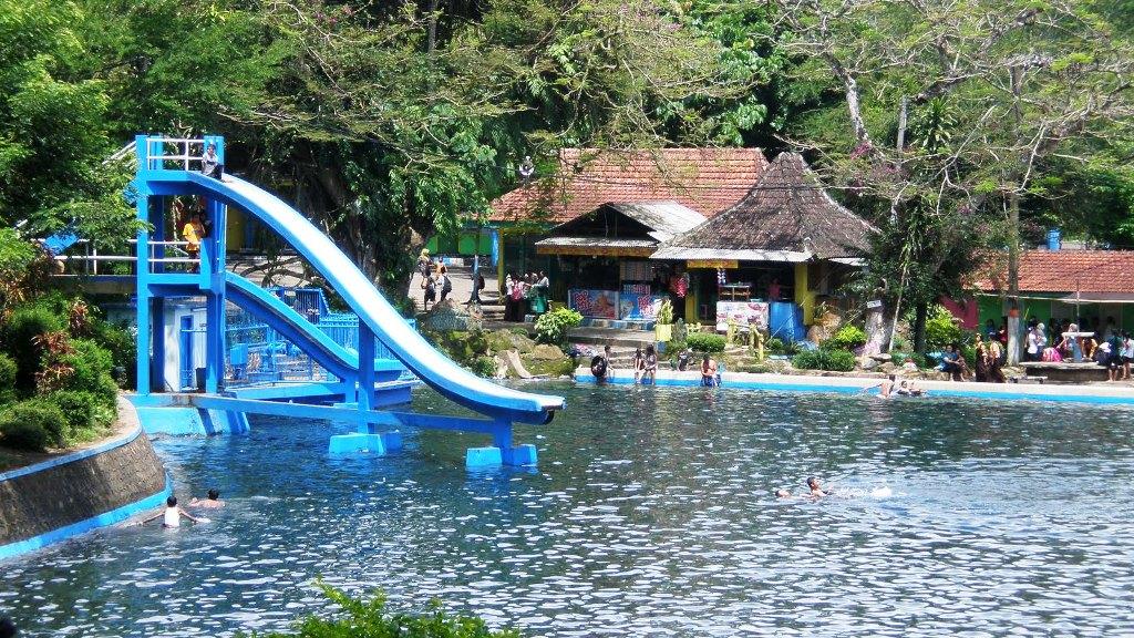Libur Lebaran, Ayo Nyemplung di Selokambang dan Waterpark KWT