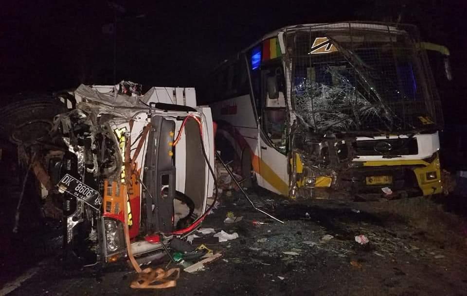 Jalur Sukosari Jatiroto Terjadi Tabrakan Beruntun 3 Kendaraan