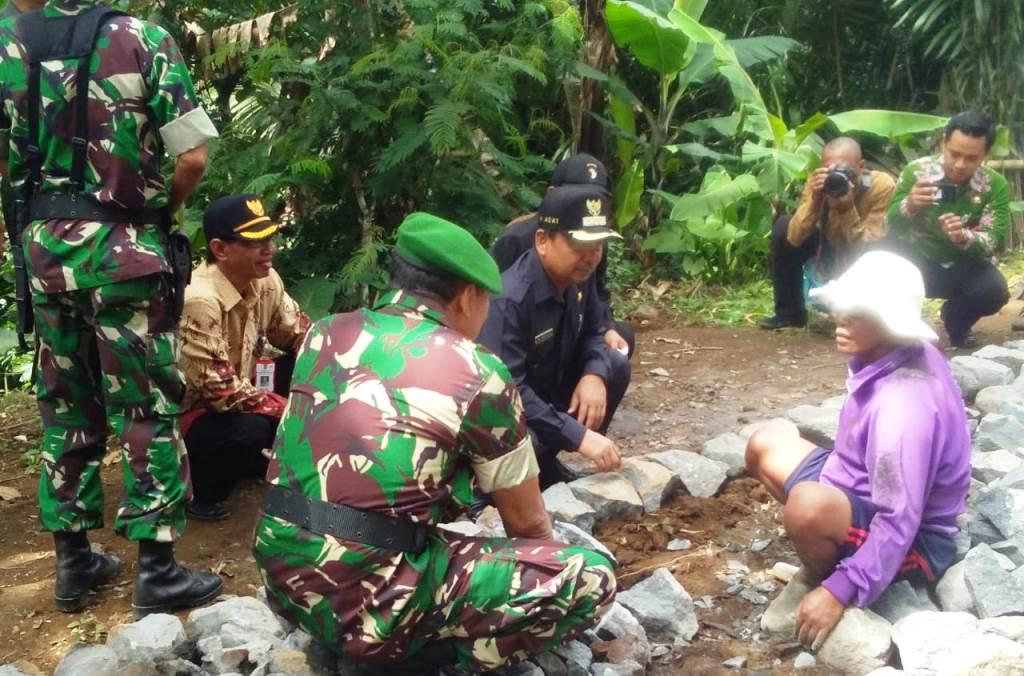 Bupati As'at Malik Buka TMMD di Kecamatan Pasrujambe