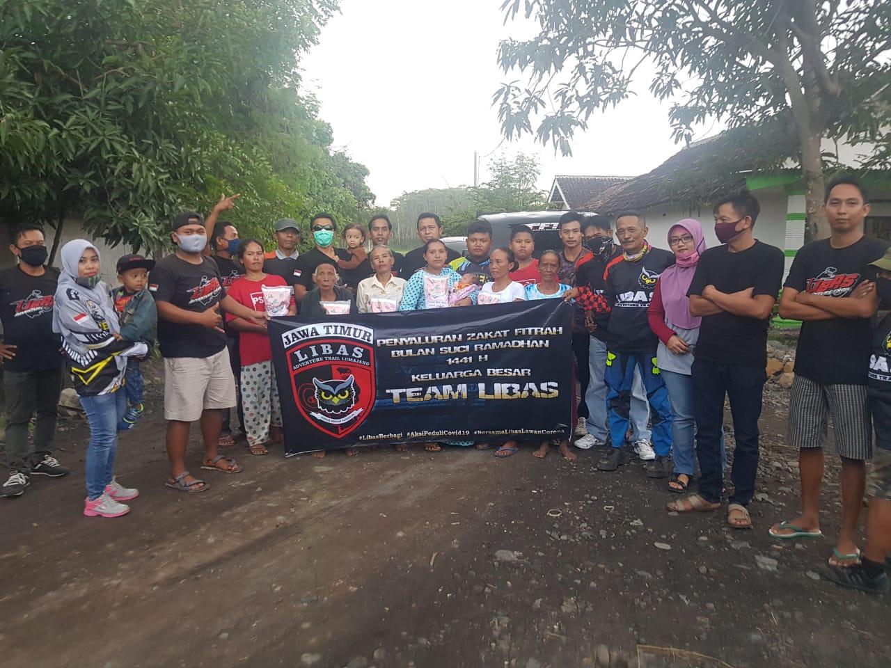 Komunitas Trail Libas Lumajang Salurkan Zakat Fitrah ke Masyarakat