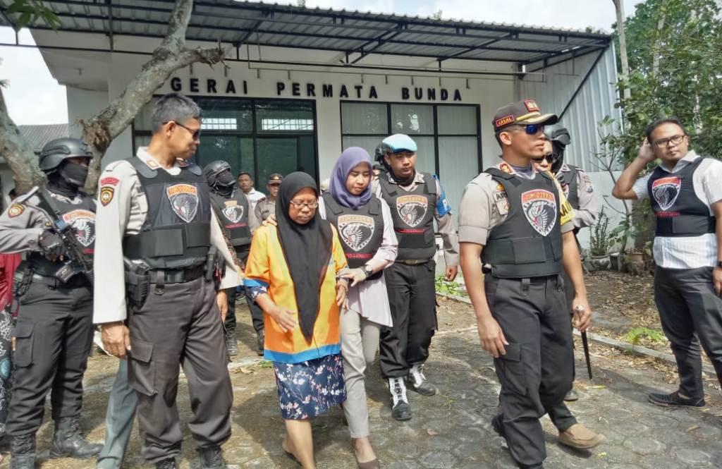 Tangis Keluarga Pecah Lihat Umi Salma Dikeler Tim Cobra Lumajang